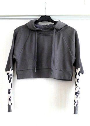 Kupuj mé předměty na #vinted http://www.vinted.cz/damske-obleceni/mikiny/16829423-stylova-cropped-mikina-adidas-s-leopardim-vzorem-na-rukavech-by-stella-mccartney