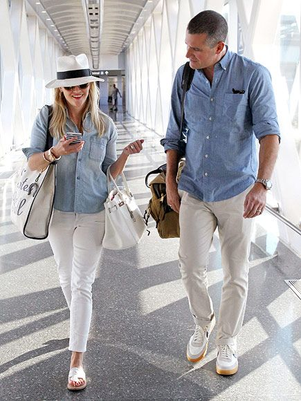 Love Reese Witherspoon's style! Star Tracks: Monday, August 10, 2015 | TRAVEL BUDDIES | Reese Witherspoon and Jim Toth arrive in Boston on Friday, looking dressed for summer.