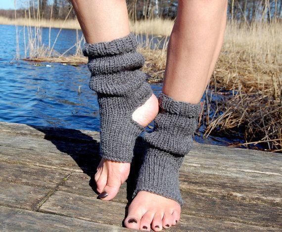 Yoga, Hand Knit Yoga Socks, Flip Flop socks est une création orginale de edity sur DaWanda