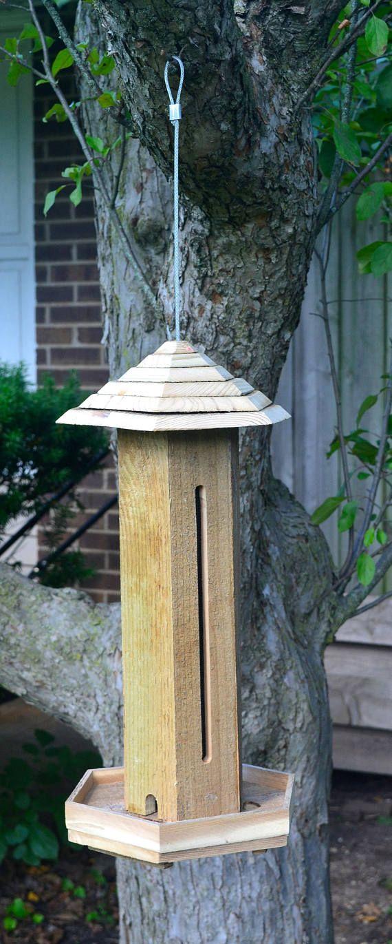 Suspendre les mangeoires d'oiseaux sauvages, mangeoire à oiseaux à la main, mangeoire en bois graines, mangeoire à oiseaux cèdre