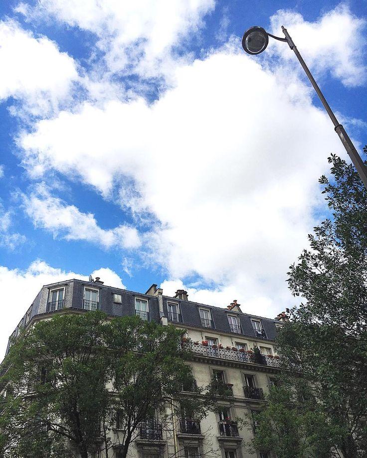 PARIS  #cestpartiii #skyporn #blue#igersparis #happyday #weekend #archichecture #retourauxsources #igfriends #paris