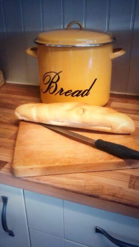 Vintage bread bin. Kalicohome.com