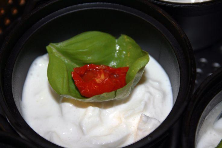 Idea appetizer! Formaggio stracciatella pomodoro e basilico #food #cucina #puglia