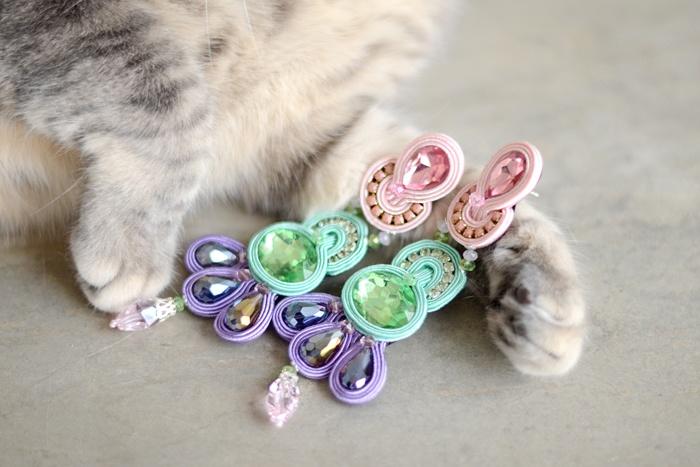 Favorite combo: Kiki's paws and earrings! #soutache #pastels #earrings #gioya #cat #gatto #gatta #cats #pursesandi #kikithesweetycat #pursesandi #cat #gatto #details #fashiondetails #animals #catlovers #eyes #cute #nice #gatta #spring #ss2013 #colors www.pursesandi.net