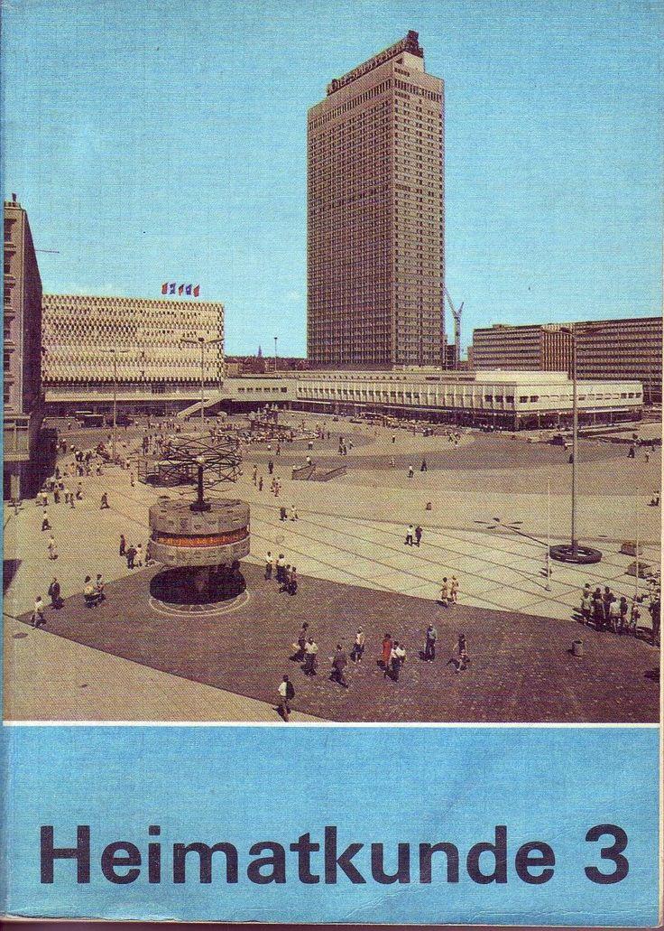 Heimatkunde Klasse 3/DDR-Lehrbuch/1975/Volk und Wissen/DDR - Titelbild: Alexanderplatz mit Weltzeituhr