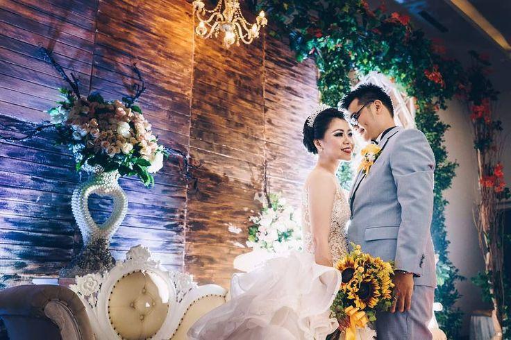Wedding of Sandy & Flo 11 May 2017 Candi Bentar Hall - Putri Duyung Ancol trimkasih kepercayaanya #weddinggown #wedding #weddingdress #pewagown #sewagaunpengantin #sewagaun #sewakebaya #customgownjakarta #customweddingdress #jahitgaun #jahitgaunpengantin #jahitgaunpesta #bridestory #gownsabrina #sabrina #gownelegant #gownglamour #gaunpengantinmewah #gaunpesta #gaunpengantin #gaunpengantinmurah #muajakarta #makeupartisjakarta #makeup #makeupartisjakartaselatan #muajakarta #makeup…