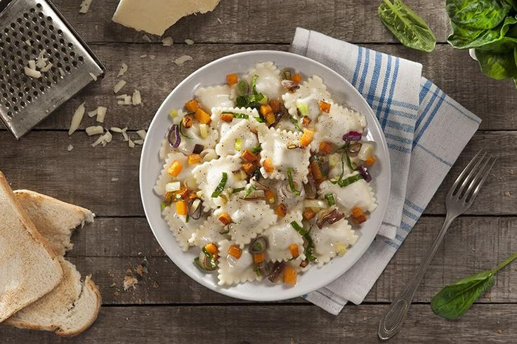Ravioles de queso salteados con espinaca y cebolla al verdeo ¡Probalos! - Vix