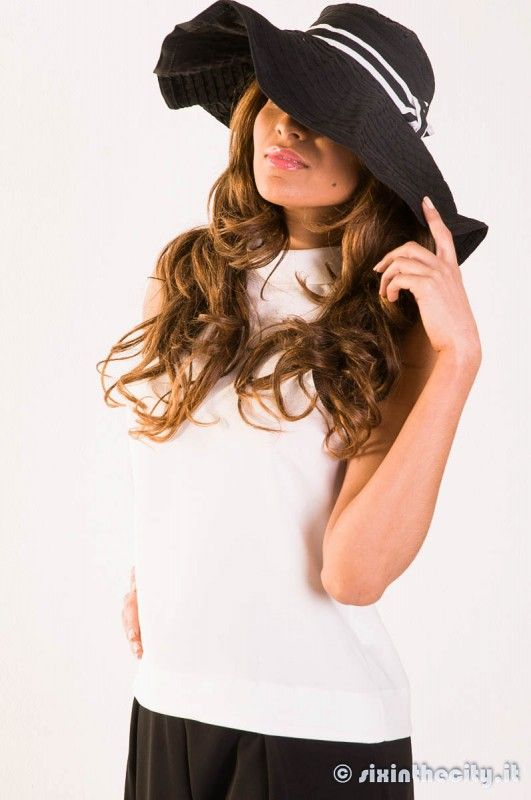 spazio ai cappelli retrò! #paolocasalini #cappello #pantaloni neri #blusa