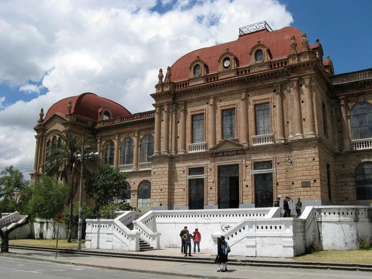 Colegio Benigno Malo. Hasta las escuelas de educacion secundarias son monumentos culturales. This beautiful building serves as a co-ed junior/highschool, Benigno Malo.