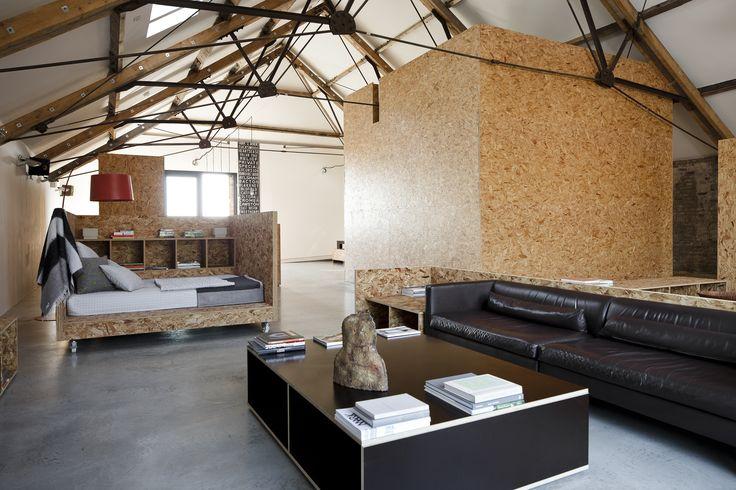 Hlavný interiérový materiál v tejto stodole sú dosky OSB. #ASB #interior #design