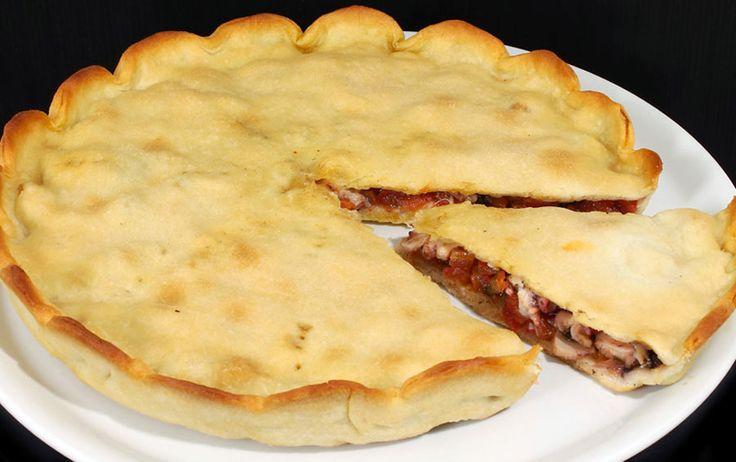 Il mito delle pizze della Riviera di Ulisse. La Tiella di Gaeta.  http://www.ditestaedigola.com/la-tiella-di-gaeta-la-ricetta-di-un-mito/