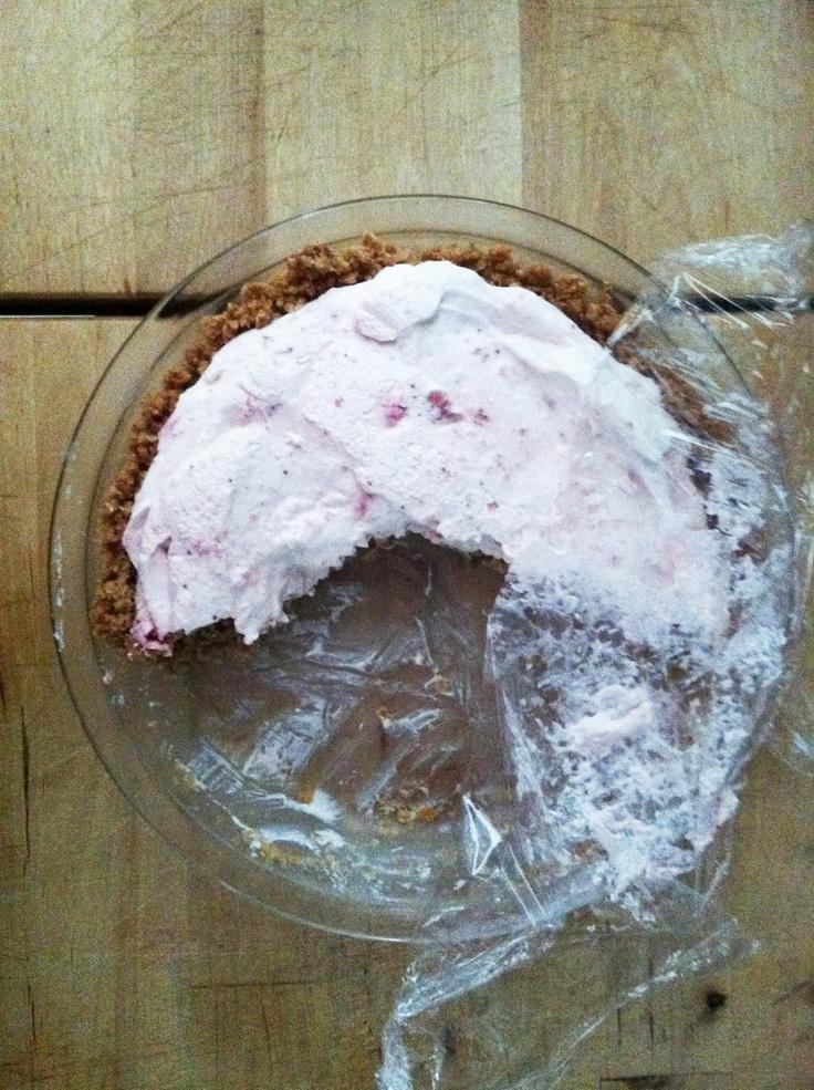 Quick, No-Bake, Strawberry Honey Cream Pie