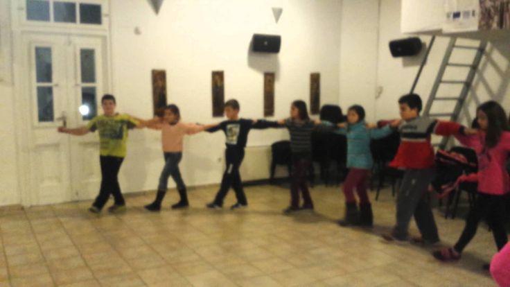 Ικαριώτικος, τμήμα ομάδας Ελληνικού χορού Πολιτιστικού συλλόγου Σίφνου