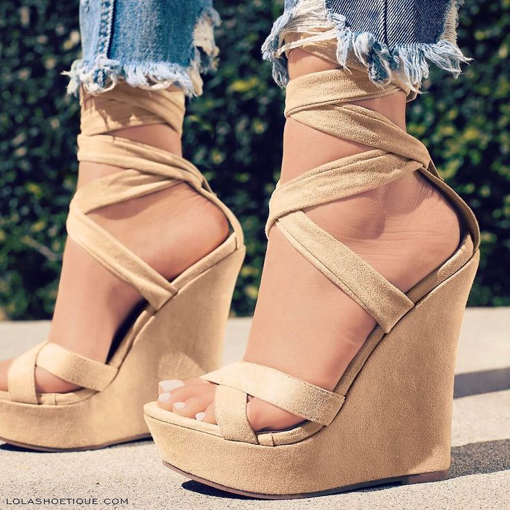 """10.4 mil Me gusta, 81 comentarios - Lola Shoetique (@lolashoetiquedolls) en Instagram: """"We're all wound up over sky-high wedges! Hurry, shop our latest Spring arrivals NOW! 