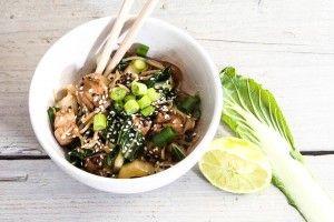 Noodles met paksoi en gember-limoen kip | Your Daily Dose