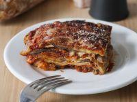 Parmigiana pugliese con mozzarella e salsiccia