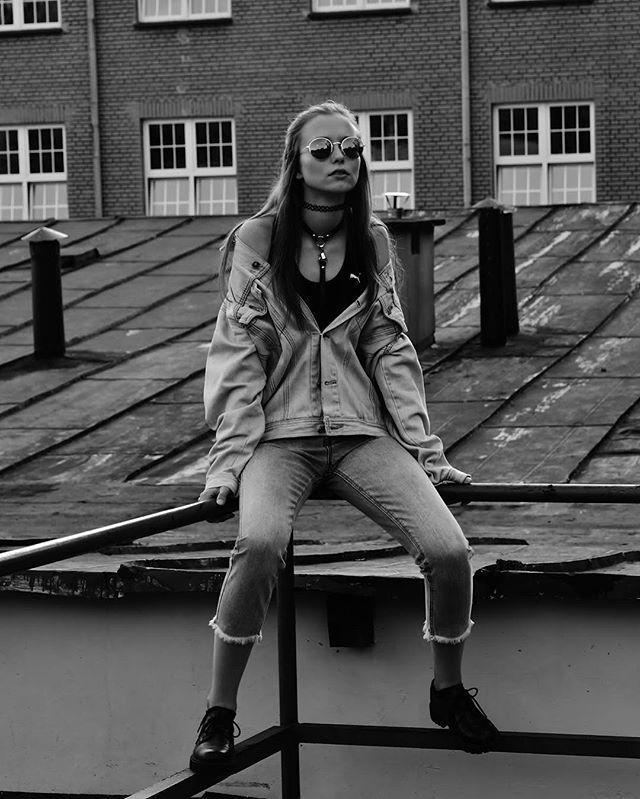 Street Bondage ✖️✖️✖️ #fashionharness #streetstyle #body #jewellery #ilamak #handmade #leatherjewelry #vintage #jeansjacket #90s #90sbaby #doll