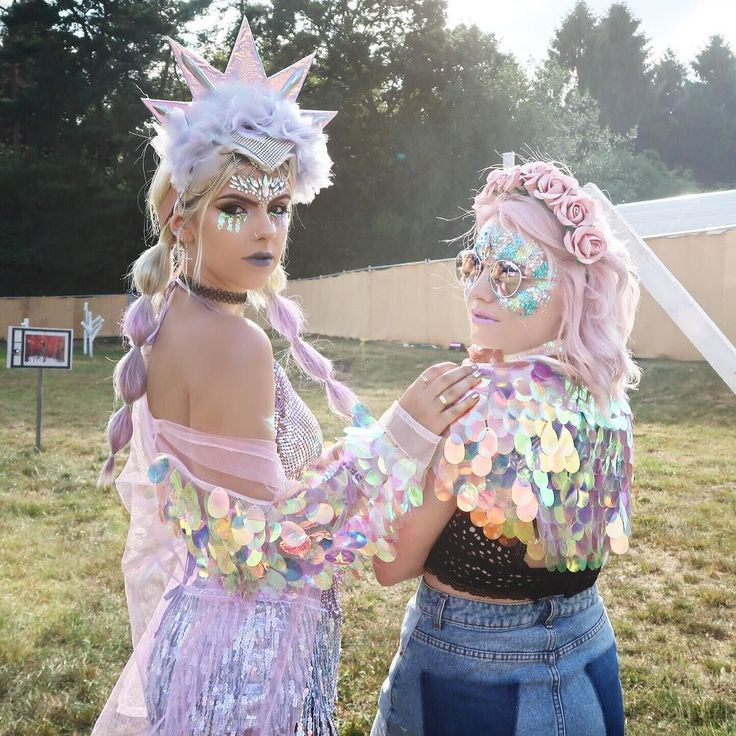 @blissfields - what a fab festival! Loved being a Unicorn with this pink haired babe @charlottejonsie You can get 15% off my @thegypsyshrine glitters right now using code: GLITTER I'm wearing my Unicorn Tears one here #blissfields #unicorns #glittermakeup #sequins
