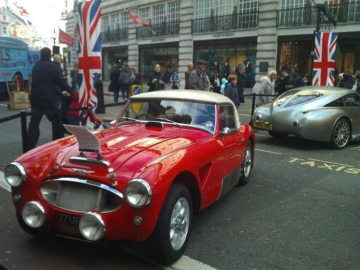 Daha fazla b,lgi ve fotoğraf için sitemizi ziyaret edebilirsiniz; http://www.geziyorum.net/londra-klasik-arabalar-ii/