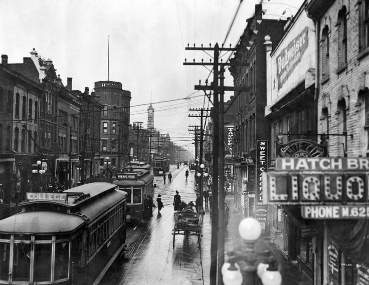 Yonge St., Queen to College Sts., looking north from north of Granby St., Nov. 10, 1914. - Courtesy of the Toronto Public Library.