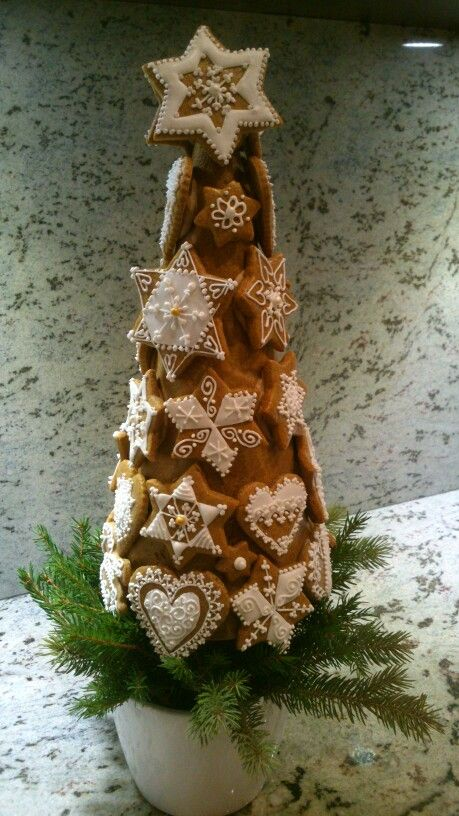 (Image only). Gingerbread cookie tree