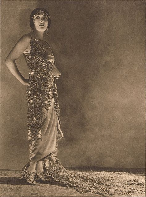 theloudestvoice:    Gloria Swanson, portrait scanned from Photoplay magazine, April 1923