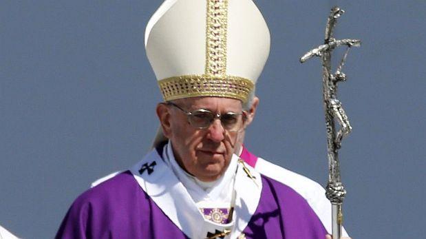 El papa Francisco partió hoy en su papamovil desde la Nunciatura Apostolica en la capital de Mexico, hacia Ecatepec. Febrero 14, 2016.