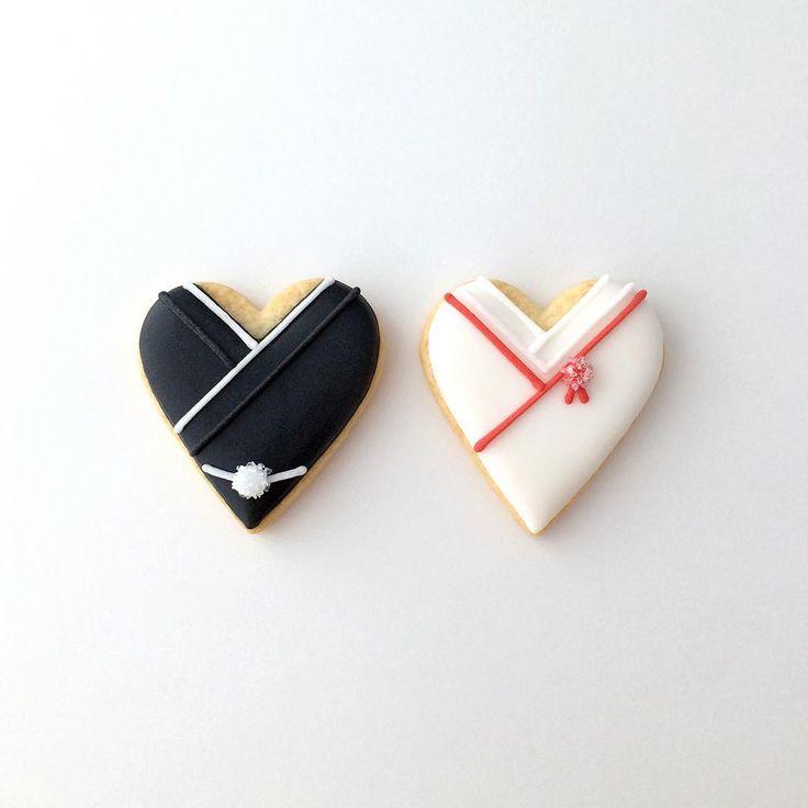 和装の新郎新婦をイメージしたハート型ミニクッキー。  #wedding #ウエディング #プチギフト #クッキー #アイシングクッキー #cookie #cookies #edibleart #decoratedcookie #decoratedcookies #sugarcookie #sugarcookies #icingcookie #icingcookies
