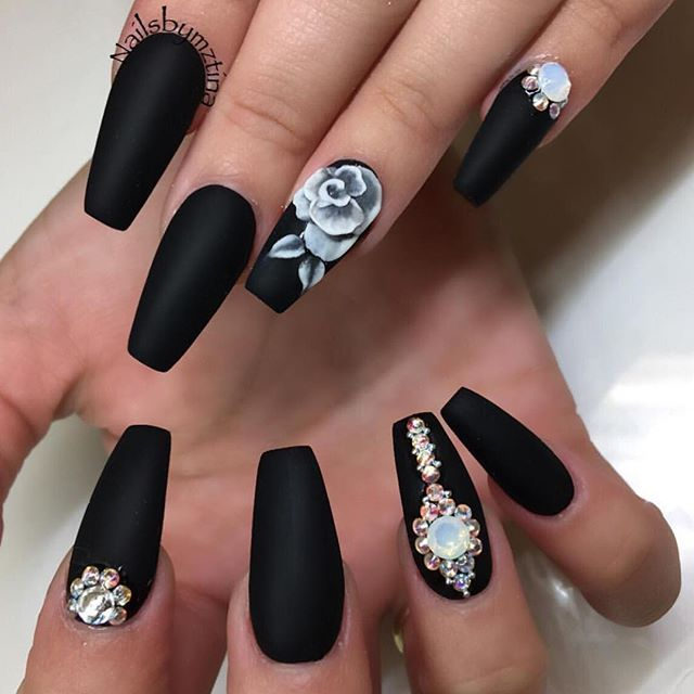This design is beautiful because of that rose. She should've only gotten  the rose not the rhinestones💅black nails - Best 25+ Matte Black Nails Ideas On Pinterest Matte Black Nail
