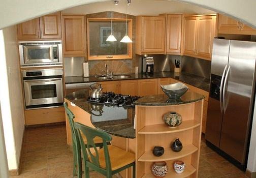 Non si possono sempre avere spazi aperti in cucina, piccola o grande che sia, ma di sicuro abbiamo di fronte a noi molte possibilità. http://www.leonardo.tv/cucina/arredare-casa-piccola-mescolare-materiali