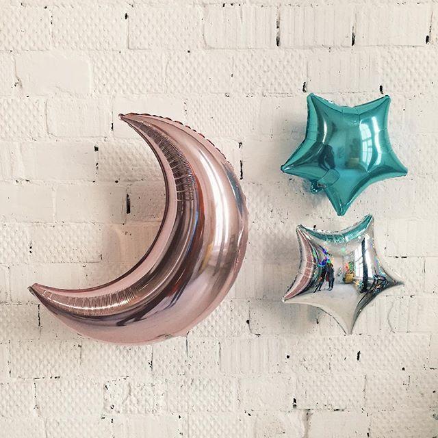 Дорогие друзья, @high.fly.balloons от всей души поздравляют вас с Рождеством Христовым  пусть в вашем доме всегда царит любовь, взаимопонимание и, главное, хорошее настроение! А наши воздушные шарики помогут вам в этом#шары #шарики #шарыназаказ #шарикиназаказ #рождество #подарок #семья #нежность #фотосессия #balloons #love #live #happy #dream #beautiful #photoshoot #photo #photosession #girls #christmas #newyear #party #friends #family #followme #follow4follow #like4like #vco ...