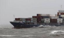 Un buque cisterna griego se hundió hoy en la bahía de Elefsina, cerca de Atenas, con una carga de 2.000 toneladas de fuel y gasóleo, provocando la muerte de su capitán, informó a Efe una portavoz de la Marina Mercante. Ver más en: http://www.elpopular.com.ec/45593-se-hunde-buque-cisterna-griego-cerca-de-atenas-y-muere-ahogado-su-capitan.html?preview=true&preview_id=45593&preview_nonce=60bae13e2f