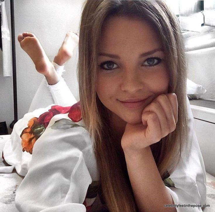 Viki prostituata romana pe webcam - 3 part 6