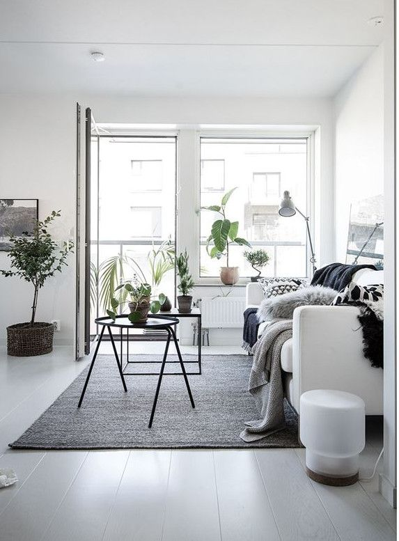 | LIVING ROOM |