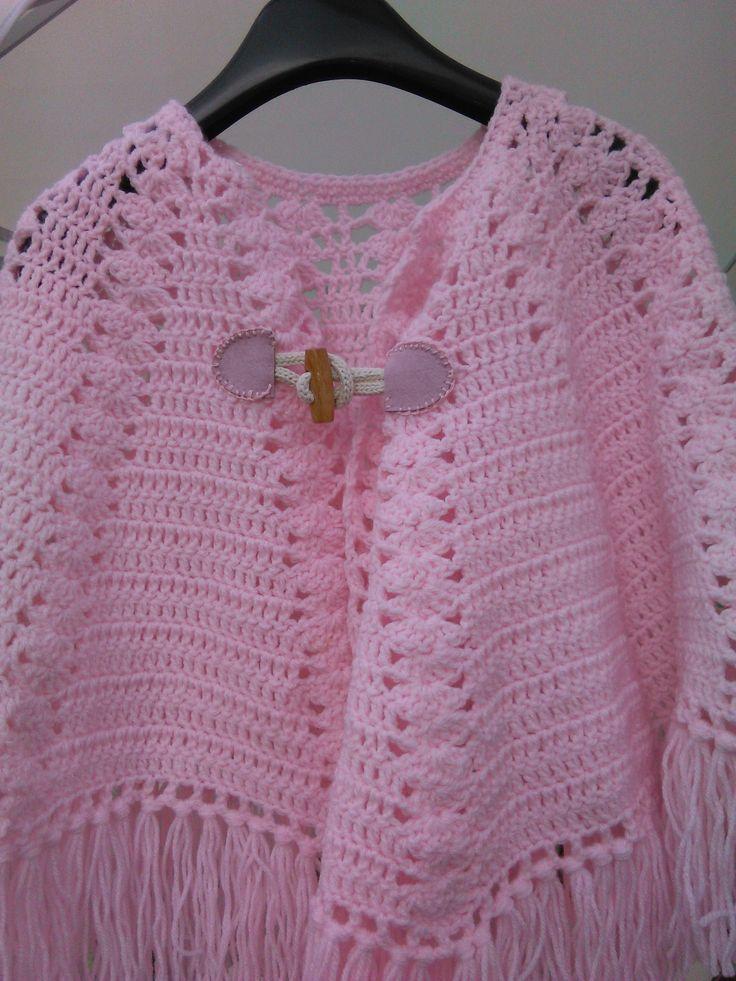 mantellina rosa lavorata all'uncinetto per bambina da 2 a 4 anni...