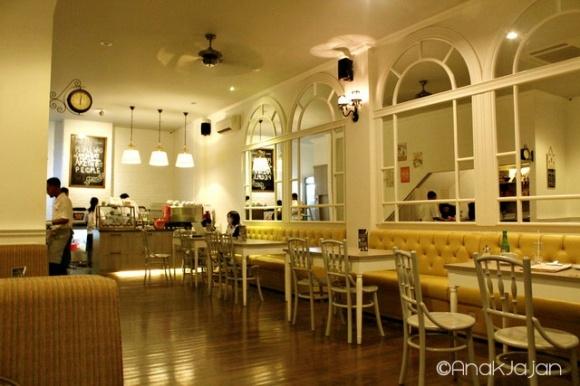 Twig Cafe (Western) - Ruko Crown Golf Blok B No.5  Pantai Indah Kapuk  ,Jakarta Utara  Phone: (021) 29424808/9