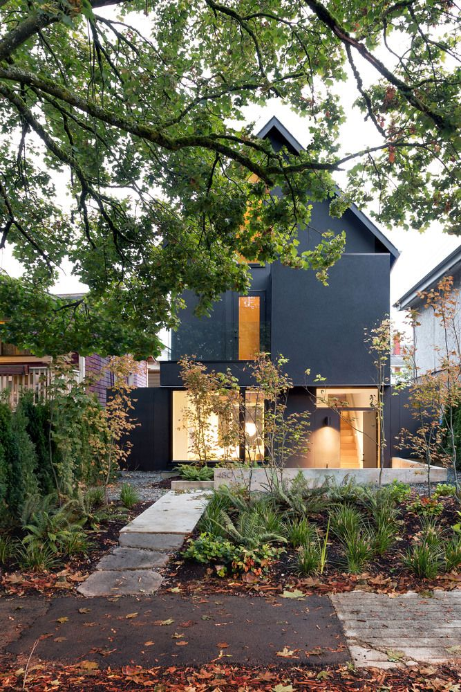 small lot, 1500sf house, by Darcy Jones Architecture