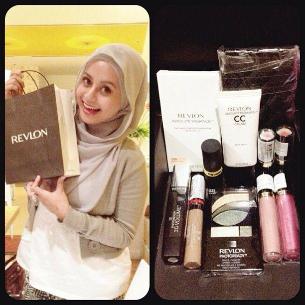 "@Sabrina Azmi's photo: ""I'm one of the 3 winners of the mini makeover at the Revlon Mivva event! Waaa terkejuttt  thanks for the goodiessssss  #sabbyprue #beautyblogger #mivva #revlonmalaysia #malaysianblogger #events"""