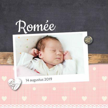 Origineel geboortekaartje voor een meisje.   Maak nu je eerste kaart gratis op www.kaartje2go.nl  Met #foto #hout #roze #krijtbord #geboortekaartje #meisje