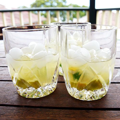 Sting | Cocktails For Mums 30-45ml Gin / 1 teaspoon raw sugar / 15ml lime juice / 15ml lime cordial / Lemon or lime wedge / Slice of fresh hot chilli, green or red / Ice