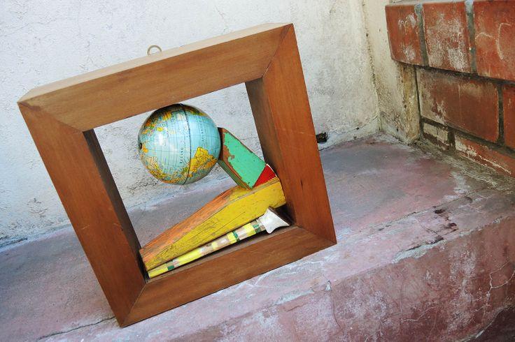 congoja_2014 madera, pedazo de silla de playa, zapato de cuero de muñeca antigua y globo terráqueo metálico.