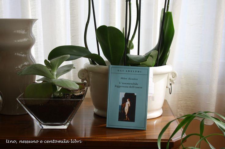 Milan Kundera, L'insostenibile leggerezza dell'essere fa parte dei 10 Grandi Libri. Scopri qui gli altri 9: https://unonessunocentomilalibri.wordpress.com/2015/03/27/10-grandi-libri-di-cui-non-puoi-fare-a-meno-di-innamorarti/