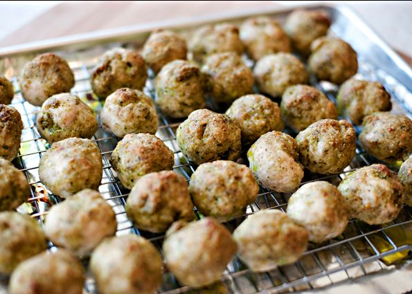 Turkey Pesto Meatballs recipe - easy to make, relatively healthy and they make a ton, so you get two dinners for the price of one! #dinner #turkey #meatballs