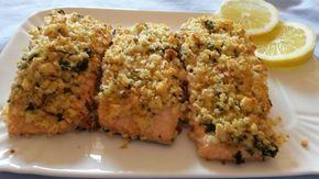 Filetti di salmone con panure di pane, prezzemolo e limone..una ricetta semplice e gustosa! Ingredienti: - tranci di salmone - 1 panino duro (leggermente r