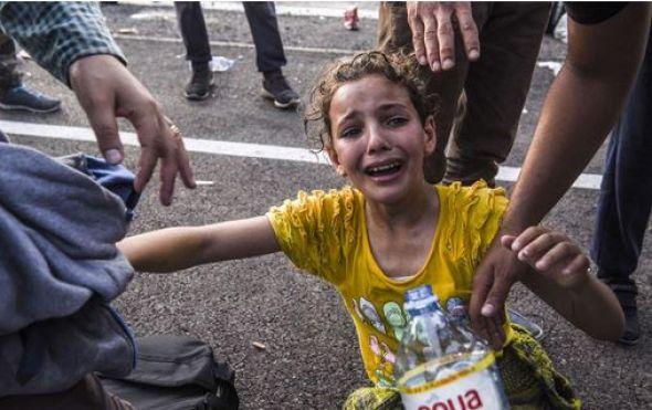 Δείξτε το βίντεο για να δει η Ευρώπη ότι δεν βρωμάμε! Μήνυμα των προσφύγων