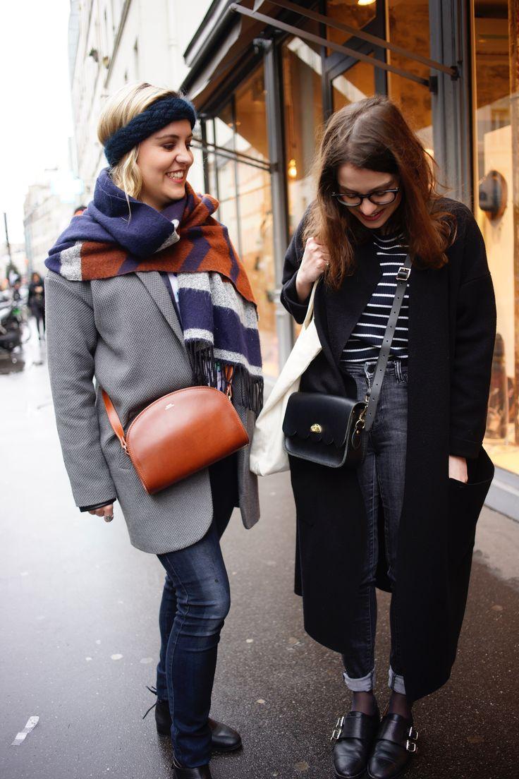 A découvrir les looks des soeurs Elodie et Julie - Manteau Kookai Gris - Manteau noir long Maje - Sac marron APC - Sac noir The Cambridge Satchel company - Chaussures Emma Go - Chaussures 2 pieds 3 pattes -