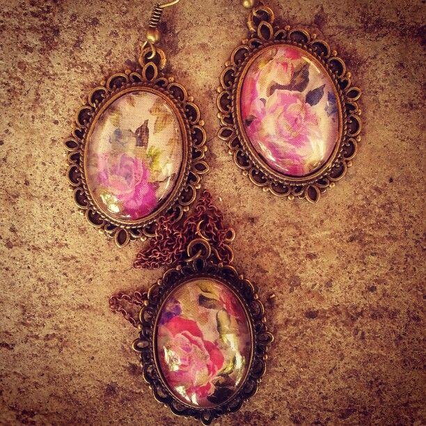 Rosy glass cabochon set