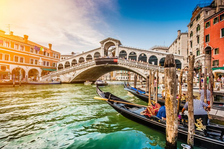 Canal de Venise, Italie #croisière #croisierenet.com #voyage #Venise #Italie #croisièreméditerannée