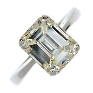 LOT:143   A diamond single-stone ring.