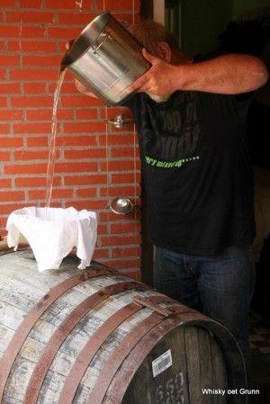 f-119-thumb-kijkopnoorderland-wijn-whisky-ect-distilleerderij-alambik-whisky-oet-grunn- 28-7-2011 12-43-01
